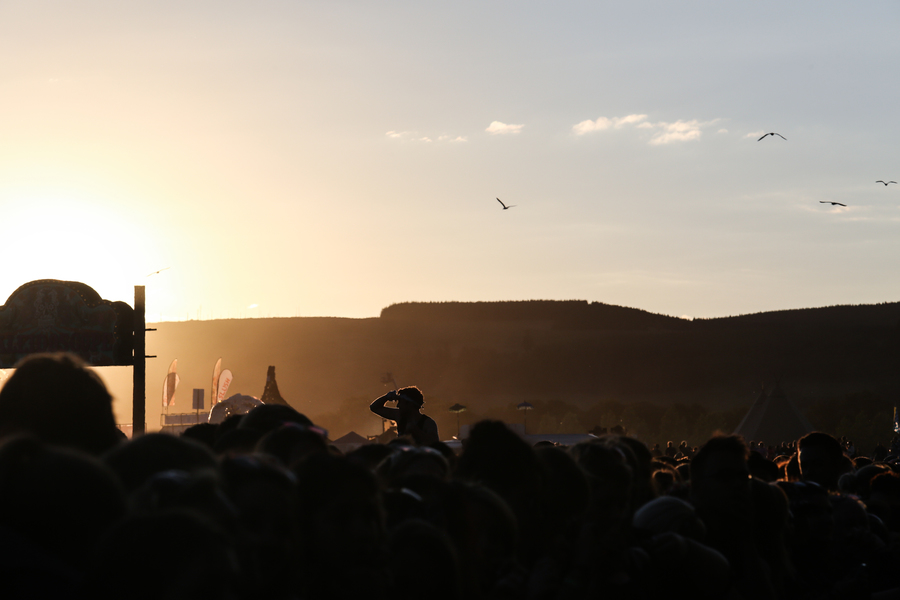 Sunset at the Arctic Monkeys on the Main Stage. Bye to Balado.