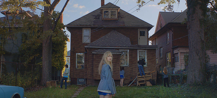 It Follows Horror Movie by David Robert Mitchell