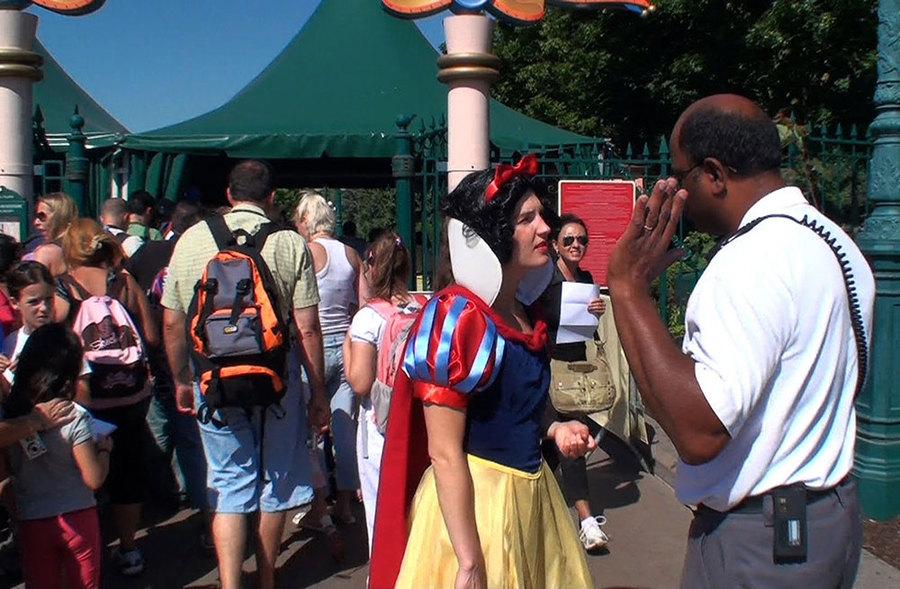 The Real Snow White, Pilvi Takala, 2009