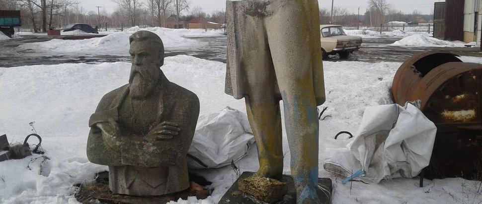 Engels statue, Eastern Ukraine, 2016