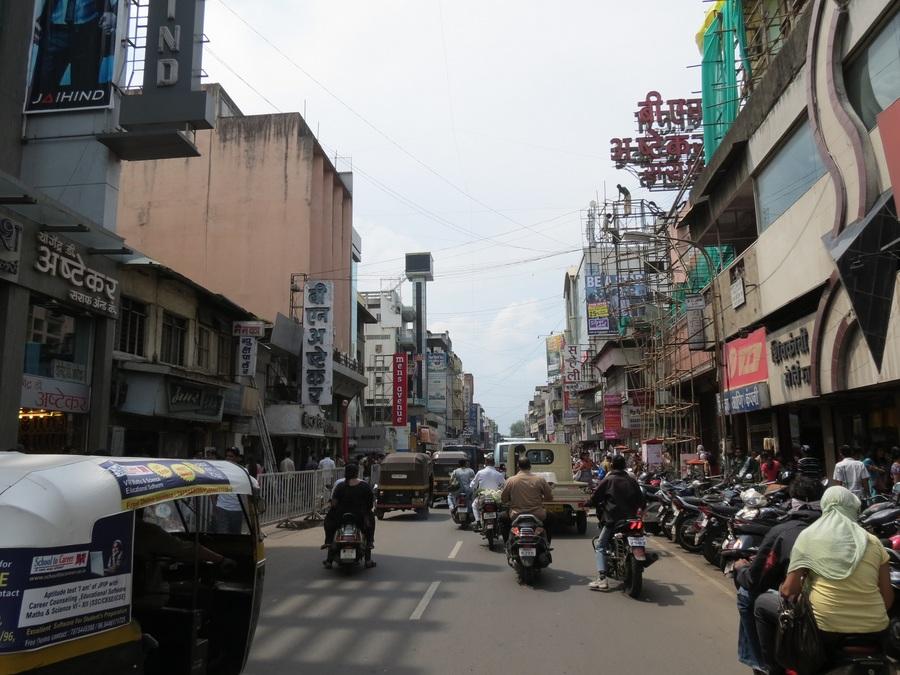Laxmi Road Pune Meghavbafana (Wikimedia Commons)