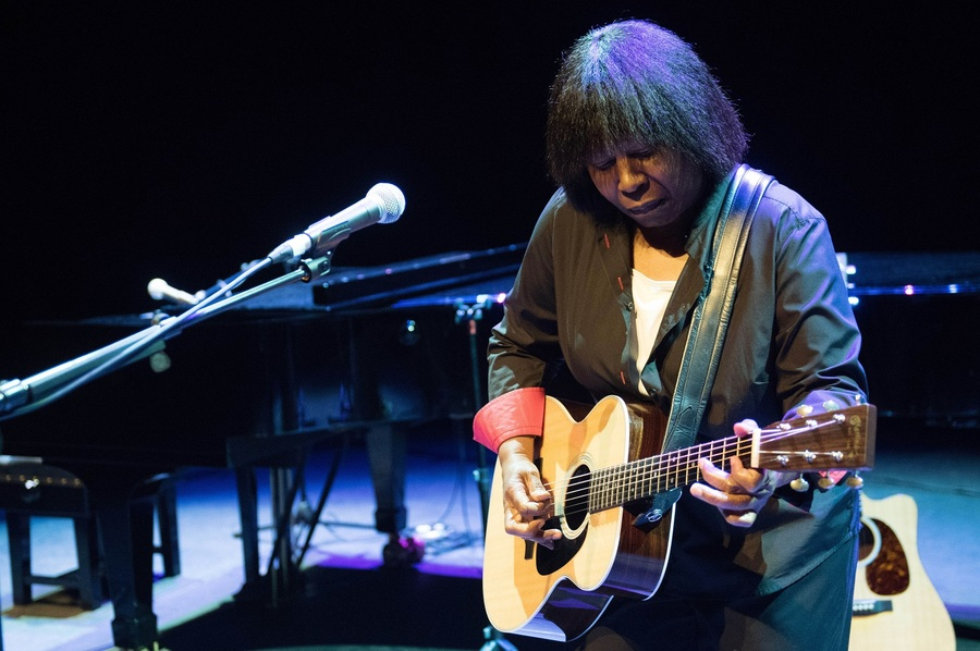 Joan Armatrading live at the Barbican London credit Justin Ng