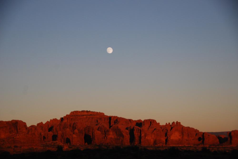Moonrise/sunset on the Moab mountains