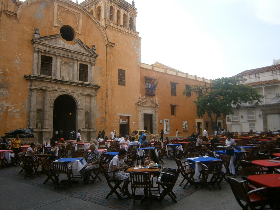 Outdoor-dining-in-Cartagena's-fortified-old-town